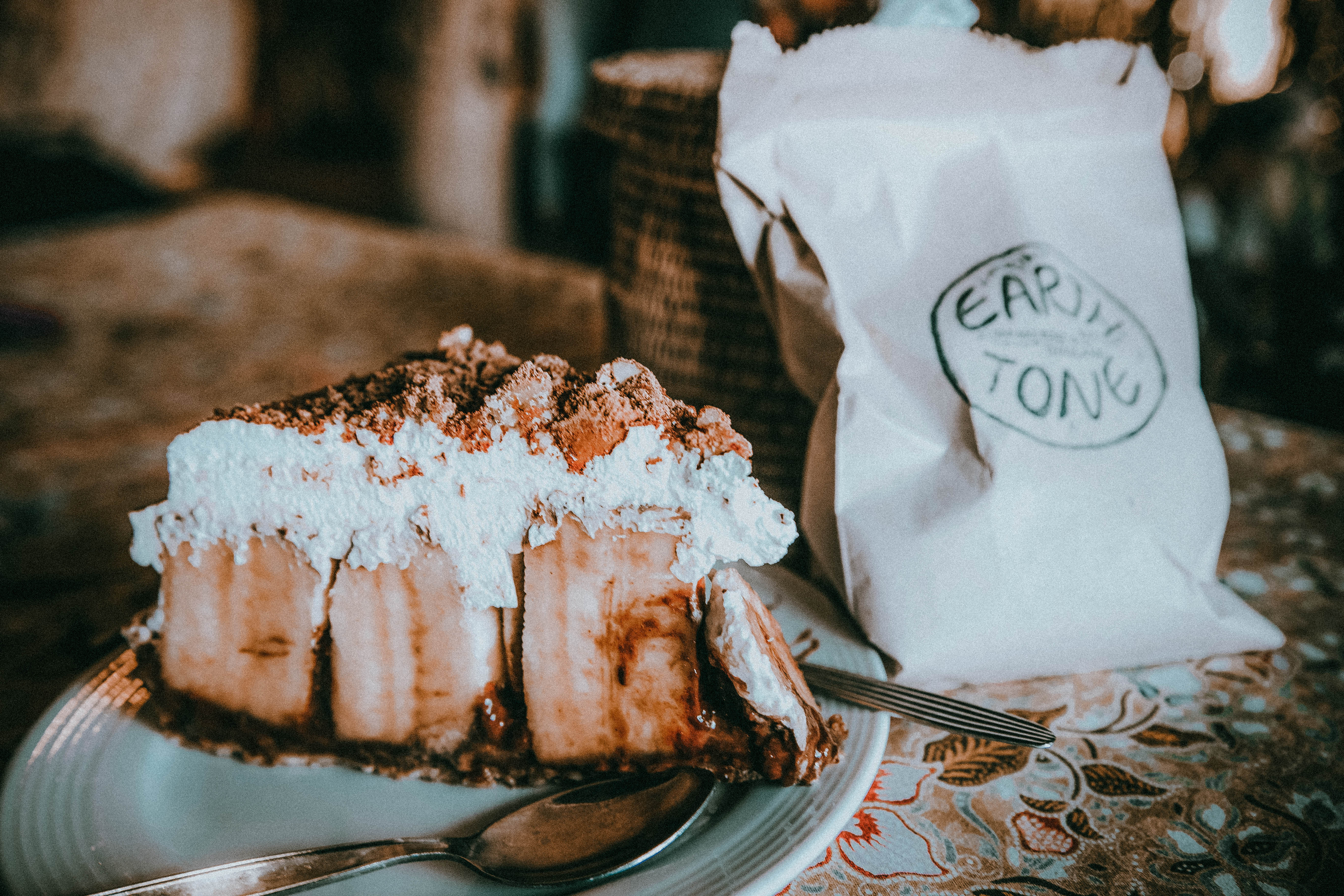 earth tone vegan cafe banoffee pie pai thailand