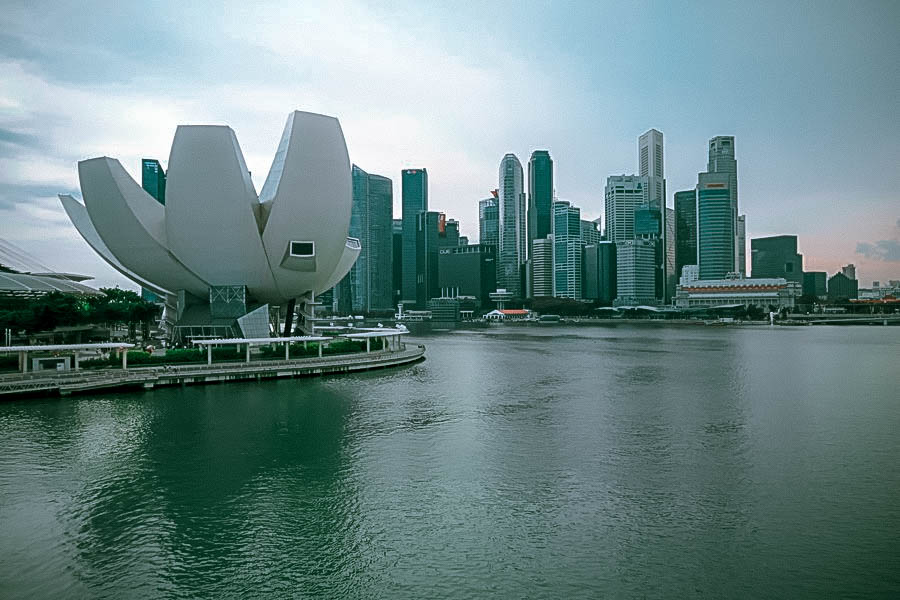 singapore futuristic city marina bay skyscrapers